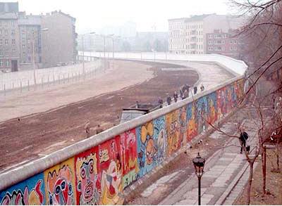 La caduta del Muro di Berlino: caduta di un simbolo.