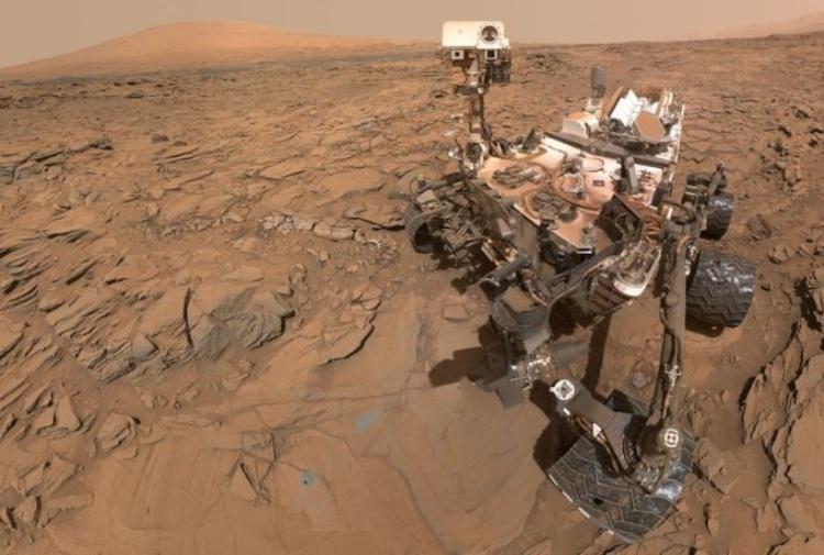 La sonda Curiosity annusa ossigeno sopra il cratere Gale di Marte