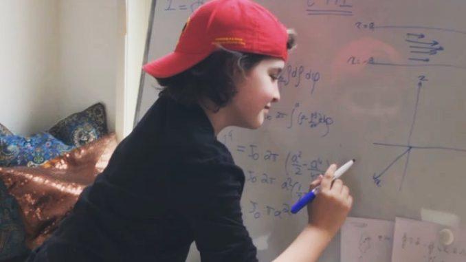 Il bambino più intelligente del Mondo si laurea a 9 anni