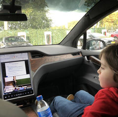 Laurent watches video lectures in the car. Photo | Instagramaccount Laurent Simons