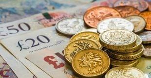 La sterlina entra in recessione e la BoE taglia i tassi d'interesse