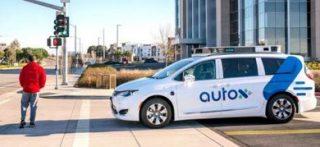 Il robot taxi che si guida da solo debutta in Cina