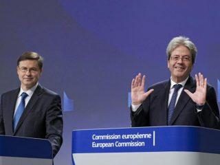 Il vicepresidente della Commissione europea Valdis Dombrovskis e il commissario Paolo Gentiloni (Epa)