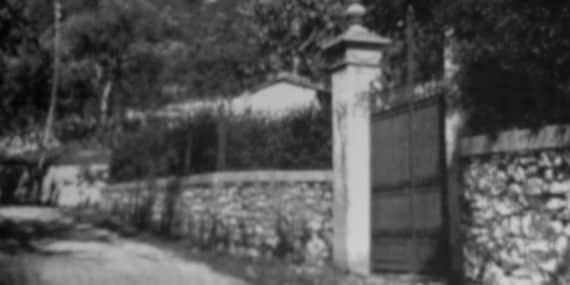 Benito Mussolini e Claretta Petacci furono fucilati davanti a questo cancello di Villa Belmonte, a Giulino di Mezzegra, sul lago di Como. | Wikimedia