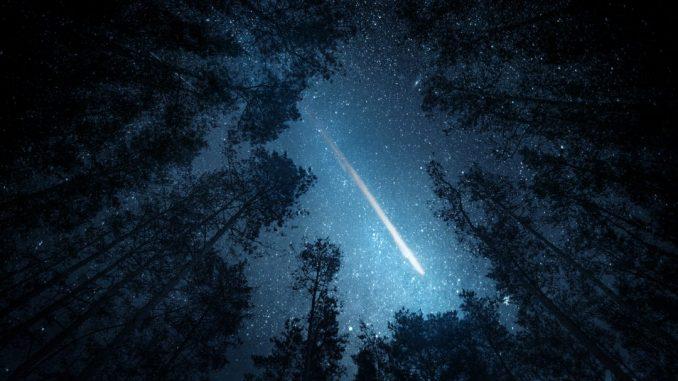 """Lo sciame meteorico porta ogni anno una cascata di """"stelle cadenti"""" nel cielo. (ph: iStock)"""
