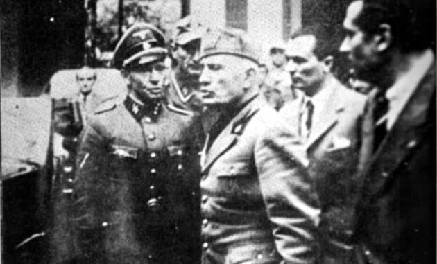 25 aprile 1945: Mussolini lascia la prefettura di Milano, nell'ultima fotografia che lo mostra da vivo | Wikipedia