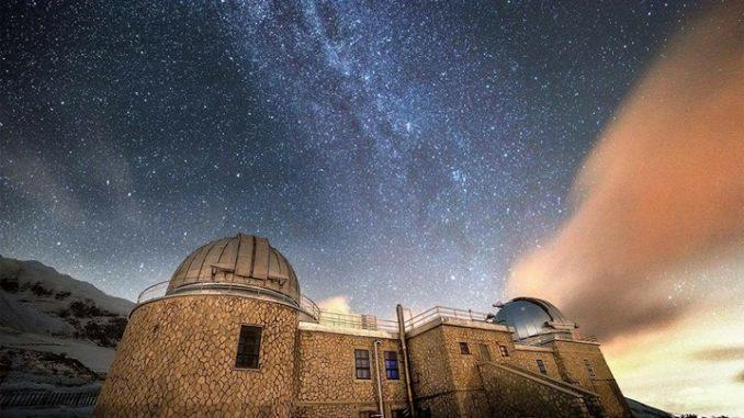 L'osservatorio di Campo Imperatore, sovrastato dalla Via Lattea. Fonte: Inaf Teramo