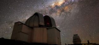 Il telescopio da 2,2 metri dell'MPG/ESO presso l'Osservatorio di La Silla, in Cile (©H. Stockebrand/ESO)