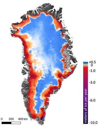 Mappa della variazione di copertura glaciale in Groenlandia: in viola, rosso e arancione le aree di perdita, in azzurro e bianco quelle di incremento o rimaste inalterate (©Smith et al./Science)