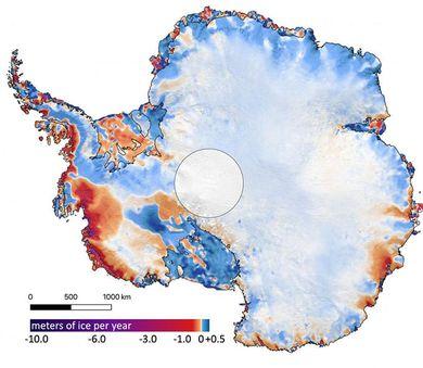 Mappa della variazione di copertura glaciale in Antartide: in viola, rosso e arancione le aree di perdita, in azzurro e bianco quelle di incremento o rimaste inalterate (©Smith et al./Science)