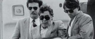 1984: Tommaso Buscetta, pentito di mafia, torna dal Brasile dopo l'estradizione nel nostro Paese. Voleva parlare solo con Falcone. E gli disse: «Cercheranno di distruggerla». Il maxi-processo, basato anche sulle sue confessioni, fu il più grande attacco a Cosa Nostra in Italia. |