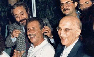 Dopo il maxi-processo: il sorriso di Borsellino (al centro) tra Falcone e (a destra) Antonino Caponnetto. 475 imputati, 360 condanne: il maxiprocesso fu il più grande attacco a Cosa Nostra in Italia. E Totò Riina non perdonò. |