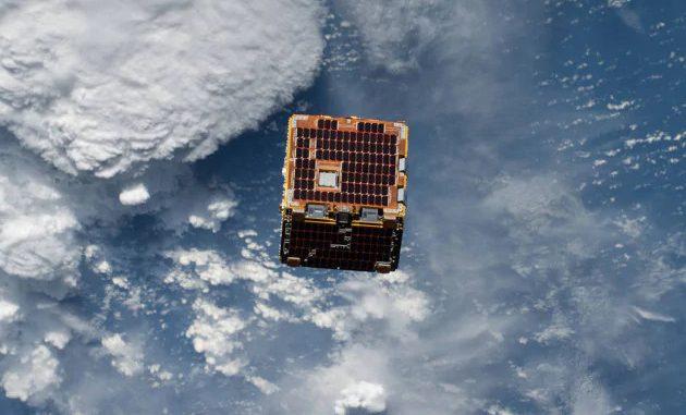 Il satellite NanoRack-Remove Debris, impiegato qualche anno fa in una dimostrazione tecnologica che aveva l'obiettivo di usare una telecamera 3D per mappare la posizione e la velocità dei detriti spaziali. | Nasa