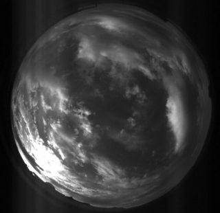 Scatto grandangolare preso dalla nuova telecamera Prisma nel Campus della Scienza e della Tecnica del Comune di Selargius che ospita l'Inaf-Osservatorio Astronomico di Cagliari. In basso a sinistra è visibile la cupola del telescopio. Crediti: Inaf.
