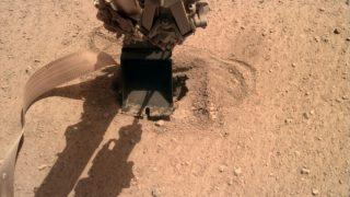"""La """"talpa"""" su Marte ce l'ha fatta: è finalmente sottoterra"""