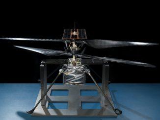 L'elicottero Ingenuity pronto per volare sul suolo marziano