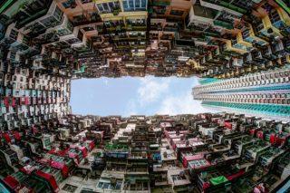 Forse un giorno vivremo tutti in quartieri come quello di Quarry Bay, a Hong Kong, un'antica area residenziale oggi sovrappopolata, nella zona orientale della città. | Ronnie Chua | Shutterstock