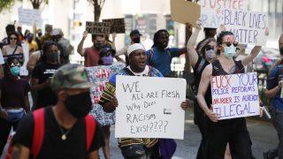 Dopo Floyd, ucciso un altro afroamericano. La polizia infiamma la rivolta Usa