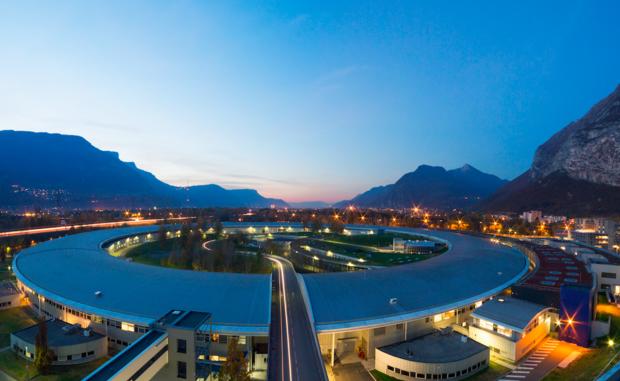 Panoramica dell'edificio che ospita la struttura europea per la luce di sincrotrone, l'Esrf (fonte: ESRF_PJayet) © ANSA/Ansa