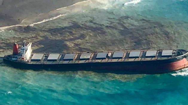 Il cargo MV Wakashio sta sversando carburante nelle Mauritius
