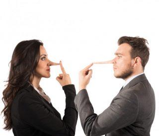 Più bugiarda o più bugiardo? La sfida continua... | Shutterstock
