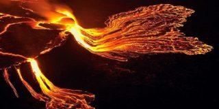 Il lago di lava del vulcano Nyiragongo: suggestivo, e potenzialmente mortale. | Olivier Grunewald / GVO