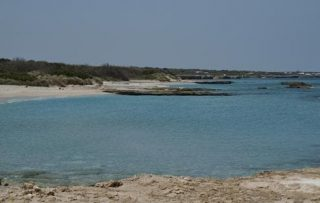 Spiaggia di San Foca dove è stato costruito il microtunnel ed oggi è operativo il gasdotto, senza che alcun danno sia stato fatto alla sua bellezza e alcun disturbo recato ai suoi frequentatori
