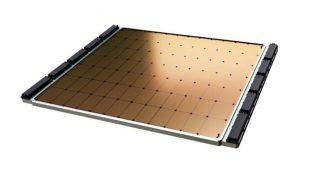 Il nuovo chip è enorme e misura circa 21 cm per lato (credito: Cerebras)