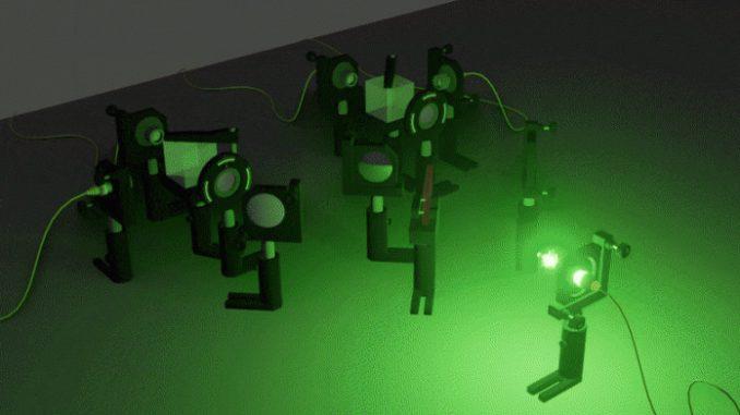 Un fenomeno quantistico controintuitivo: uno stato di vibrazione che esiste simultaneamente in due momenti diversi