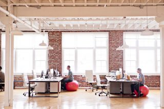 Distant view of open plan office - Foto stock