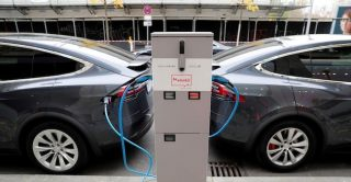 Batterie, Tesla spenderà 1 miliardo di dollari per rifornirsi di litio in Australia