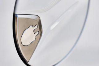 Auto elettriche, il sorpasso sulle termiche è anticipato