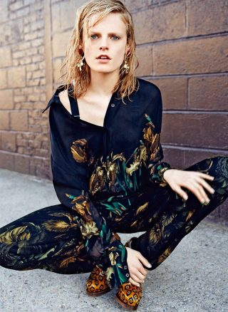 La modella HANNE GABY ODIELE STYLES AND STARS IN S MODA'S OCTOBER 2012 COVER STORY