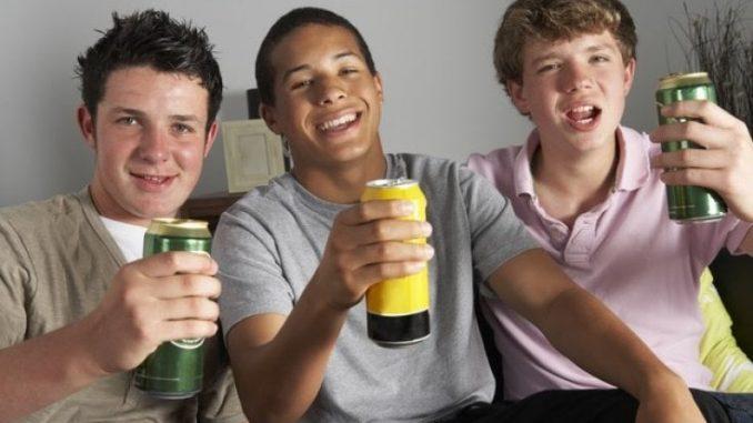 Teenager: alcol e fumo fanno invecchiare le arterie già in adolescenza