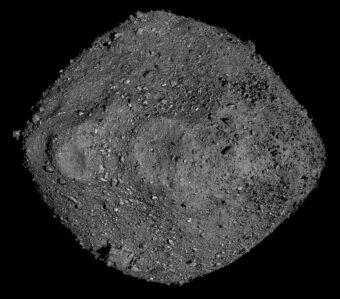 L'asteroide Bennu in un mosaico d'immagini riprese dalla sonda Nasa Osiris-Rex. Crediti: Nasa/Goddard/University of Arizona