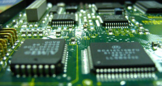 Si infiamma la partita globale dei semiconduttori. Cina, Usa ed Ue stanziano centinaia miliardi. L'Italia ha buone carte da giocare