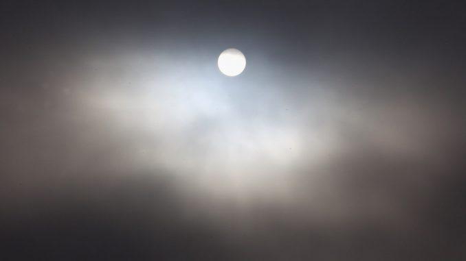 nuvole e raggi solari